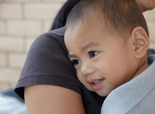 child-smiling-on-shoulder